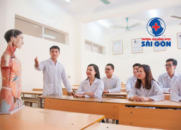 Giờ học tập của sinh viên Trường Cao đẳng Dược Sài Gòn