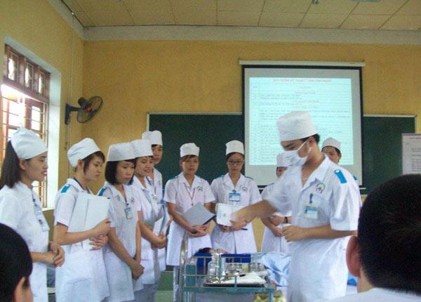 Sinh viên Trường cao đẳng y tế Phú Thọ