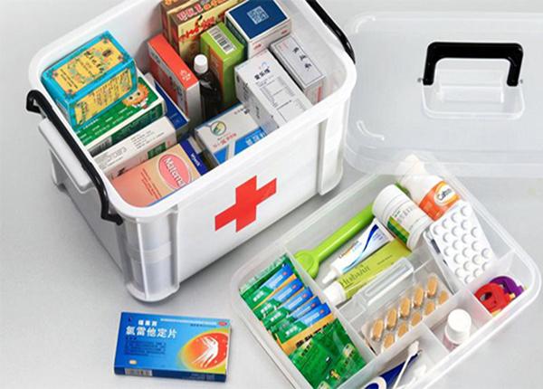 Những dược phẩm và dụng cụ y tế cần có trong tủ thuốc gia đình của bạn